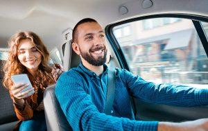 Je kan de dienst vergelijken met wat Über doet voor taxi's, maar dan toegepast op de niche van de privéchauffeurs.