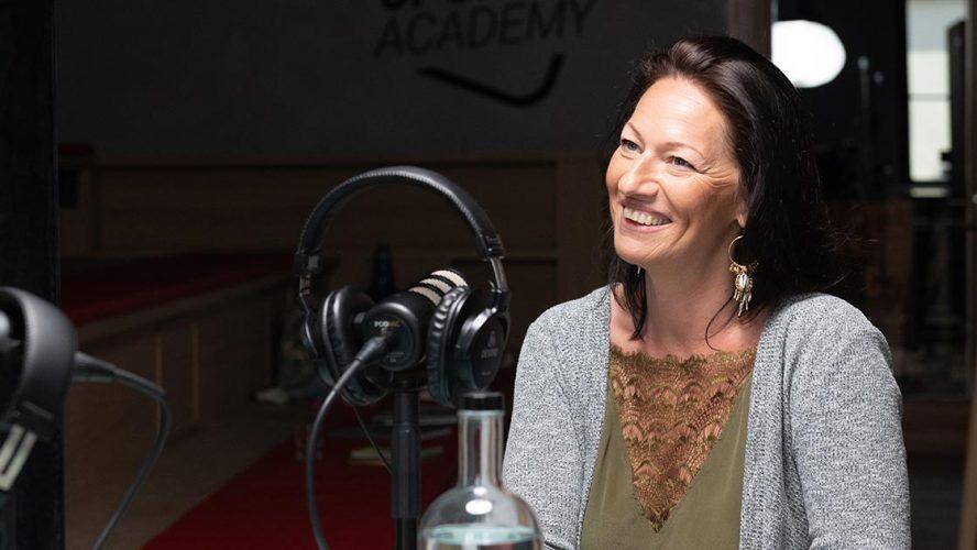 Lesley Arens, Oprichter #ZigZagHR