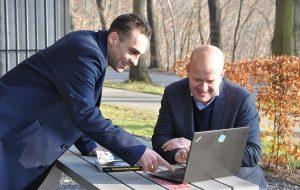 Yves Vuurstaek en Rick Van Rousselt, respectievelijk managing director en CTO bij Advantive België