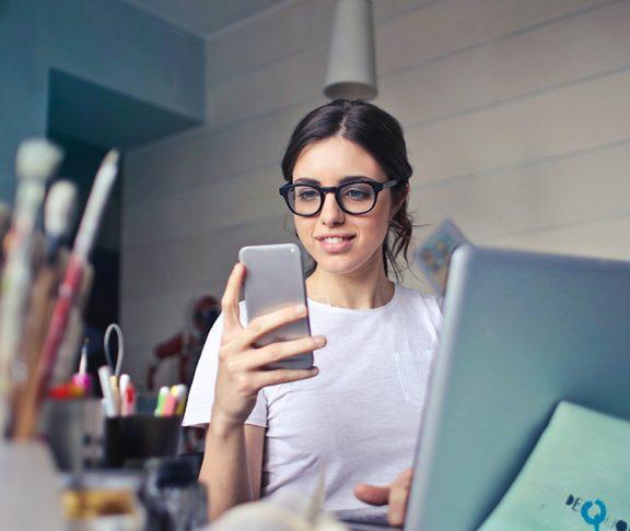 girl-phone-laptop-anxiety-canada