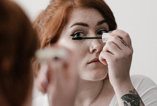 Piilolinssi ja meikki