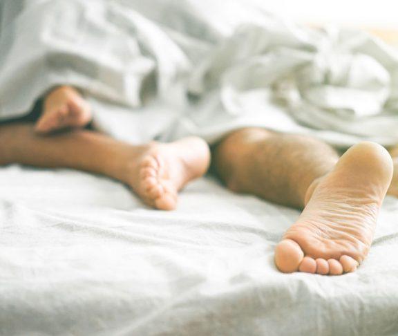 liukuvoidteet-seksi-seksileikit-seksuaaliterveys-vesipohjainen-öljypohjainen-liukuvoide
