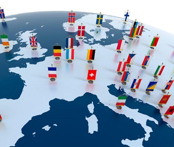kloden der drejer med flag fra landende