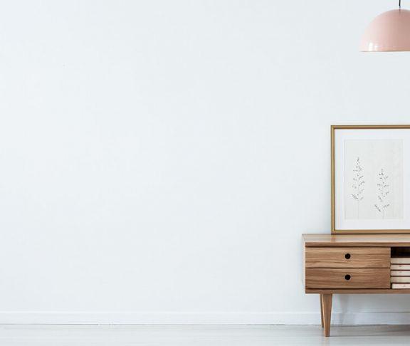Møbler og kunst giver bedre akustik i hjemmet