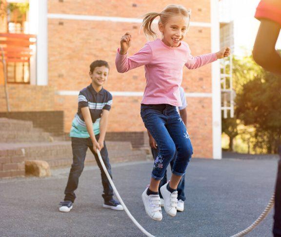 sunde og glade børn sjipper