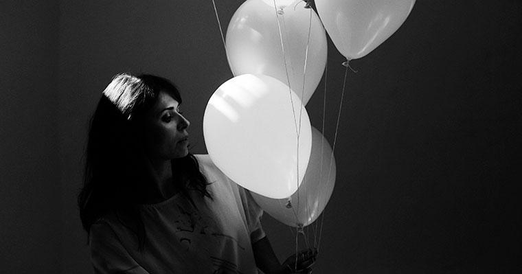 Kira Skov med balloner
