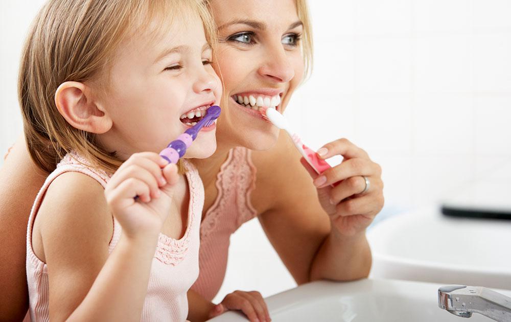 hampaiden harjaus lapsen kanssa