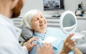 vanhusten-hampaiden-hoito