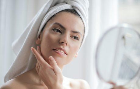 hampaiden-valkaisu-turvallinen-kotona-soodapuhdistus-hampaiden-varjaymat