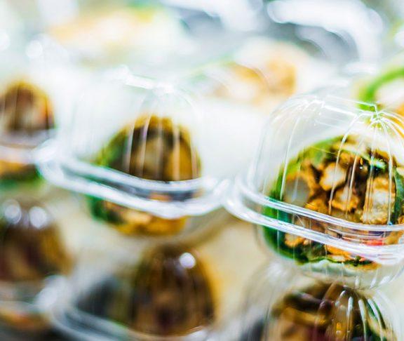 muoviset elintarvikepakkaukset
