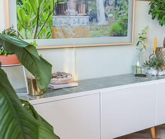 Ikea Tv Kast Grijs.Doe Het Zelf Ikea Hack Tv Kast Met Groene Zellige Tegels