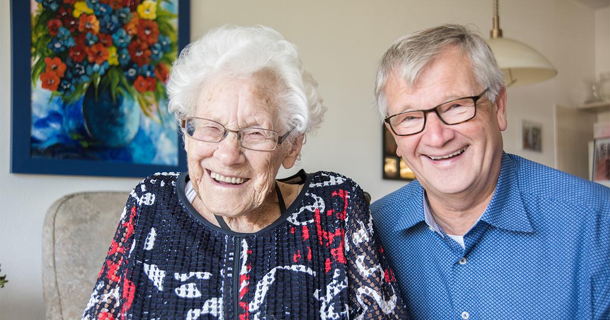 Mathilde Ebberink-Vonk (110 jaar) uit Enschede en haar zoon Jan Ebberink