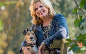 Loretta Schrijver met haar hond