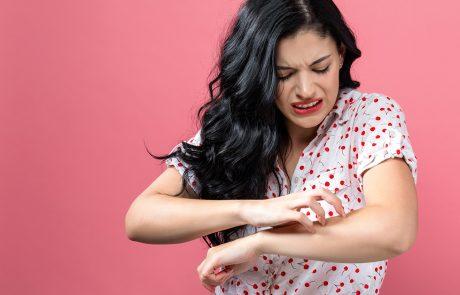Vrouw heeft last van huid op haar armen