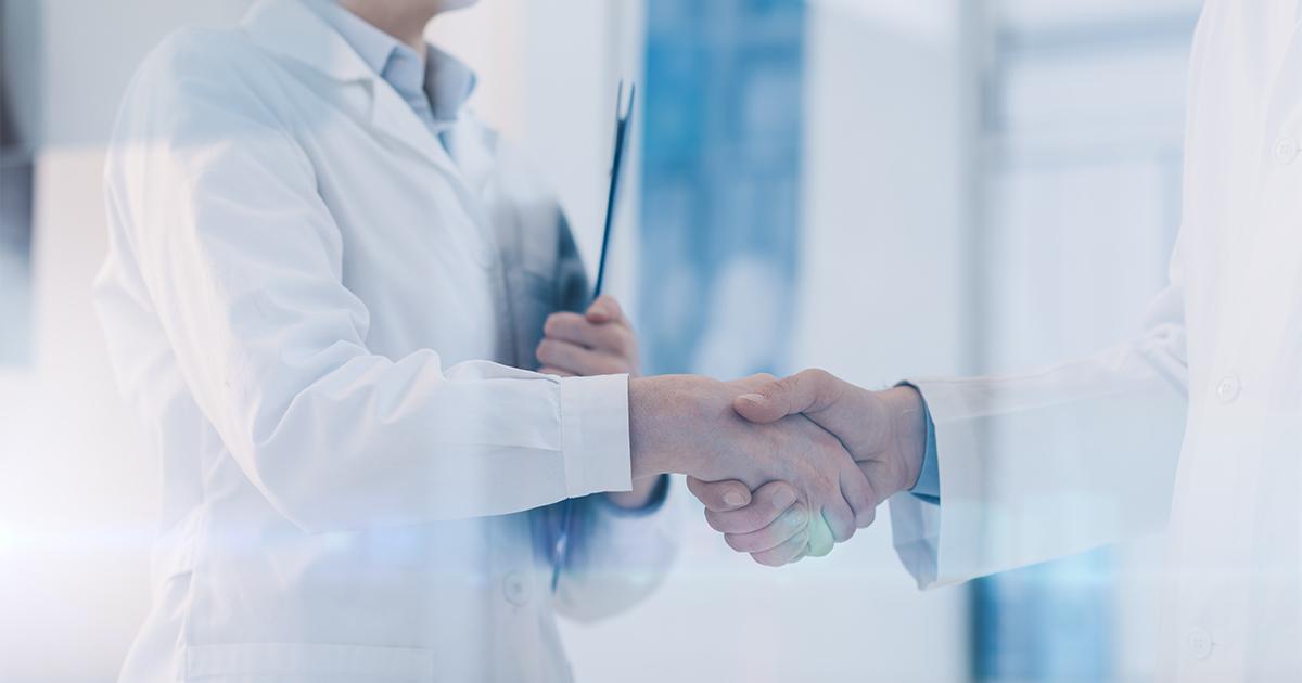 Artsen schudden elkaar de hand