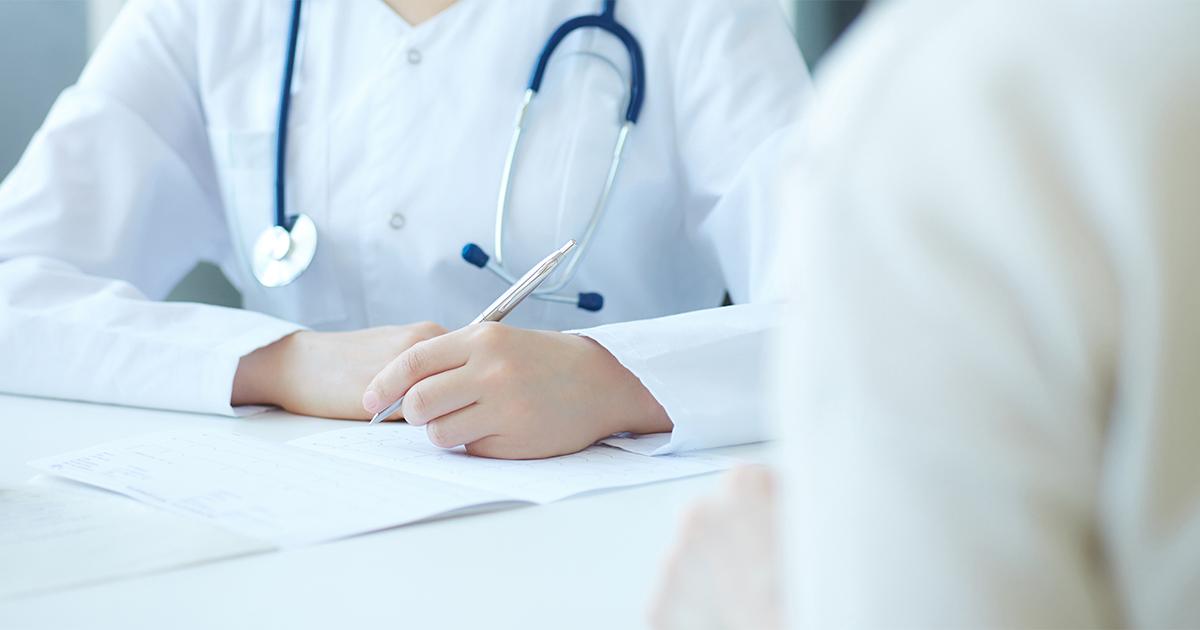 Close-upfoto van patiënt op bezoek bij arts.