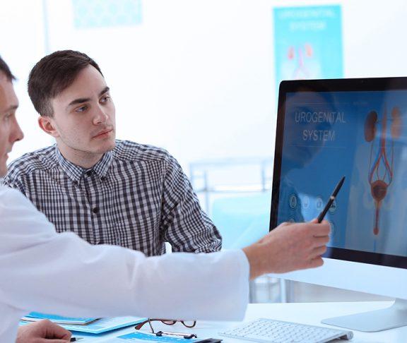 Man met weinig kennis over urologische aandoeningen zit bij arts
