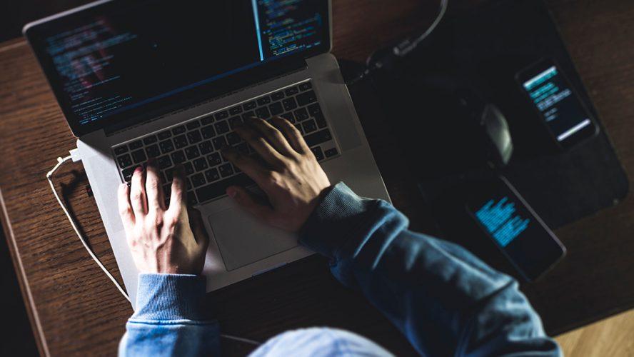 Hacker aan het werk