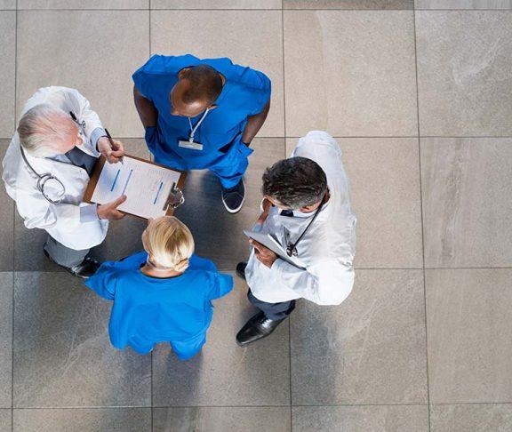 Artsen overleggen
